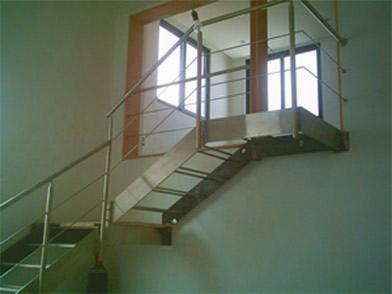 Escaleras Precoladas Y Barandales Inoxidables